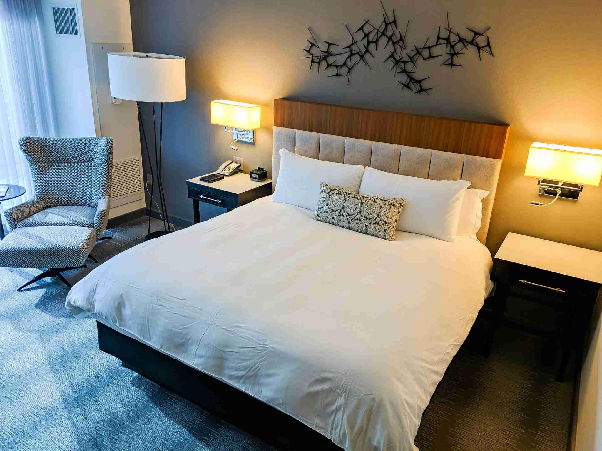 Loews Chicago premium king room