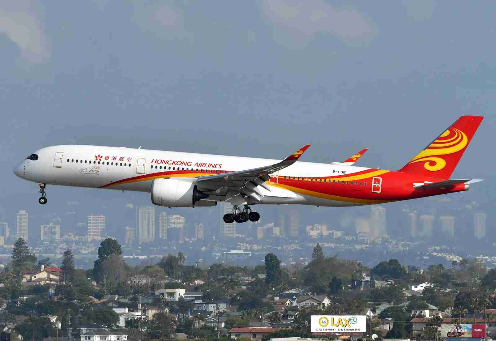 A Hong Kong Airlines Airbus A350-900 lands om Los Angeles (Photo by Alberto Riva/TPG)