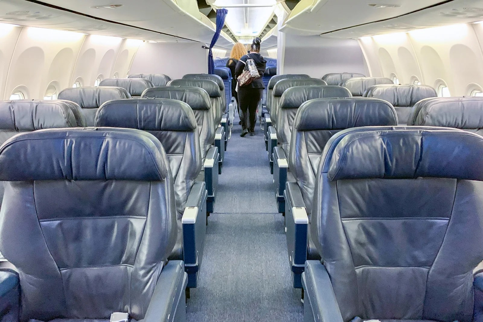 Review: United 737-900ER Business Cl From Newark to Cancun on delta 737 900 seating map, boeing 737 seat map, united 737 seat map, south west 737 800 seat map,