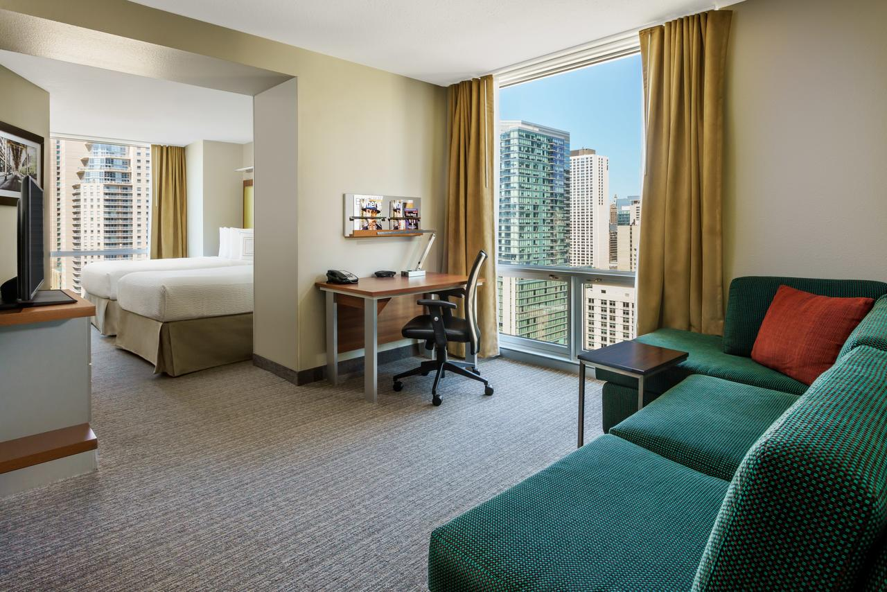 A guest room at the SpringHill Suites Chicago Downtown. (Photo courtesy of SpringHill Suites)