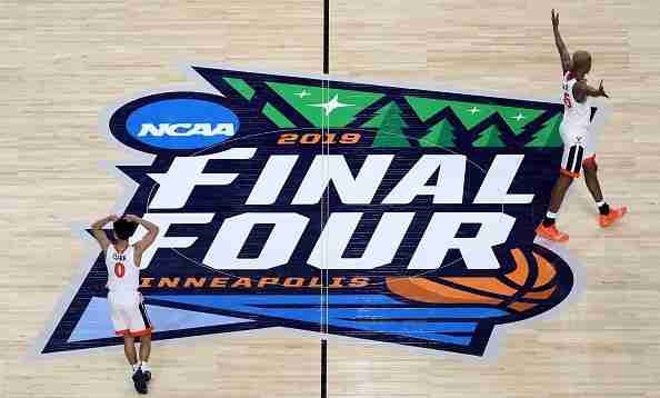 MINNEAPOLIS, MINNESOTA - APRIL 06: Kihei Clark #0 and Mamadi Diakite #25 of the Virginia Cavaliers react in the game against the Auburn Tigers during the 2019 NCAA Final Four semifinal at U.S. Bank Stadium on April 6, 2019 in Minneapolis, Minnesota. (Photo by Streeter Lecka/Getty Images)