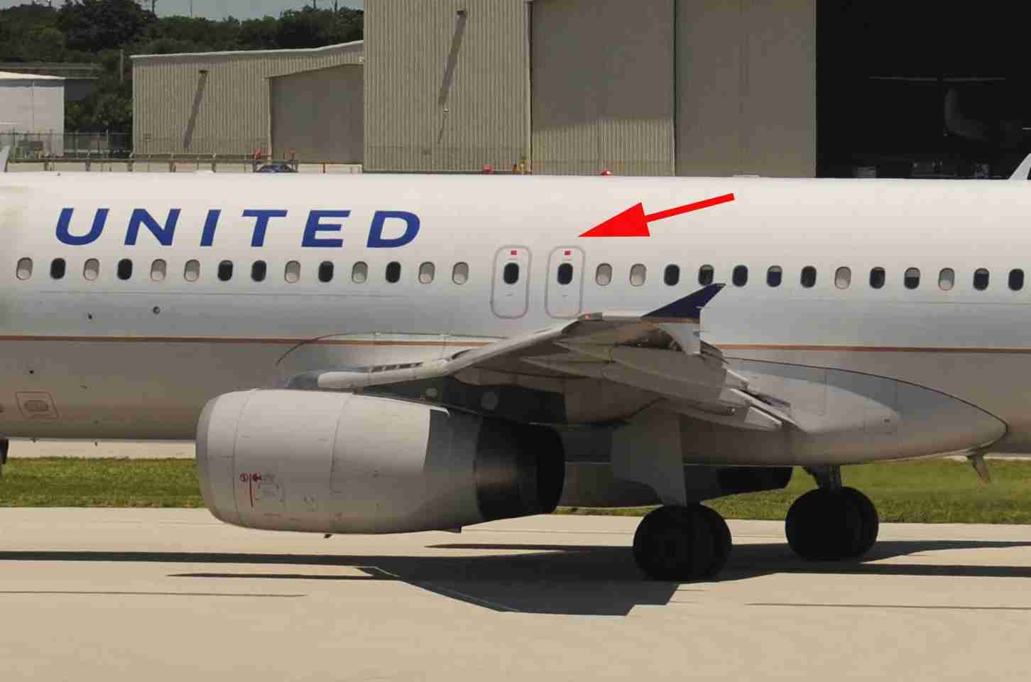 The exit-row hatches on a United Airlines Airbus A320 (Photo by Alberto Riva/TPG)