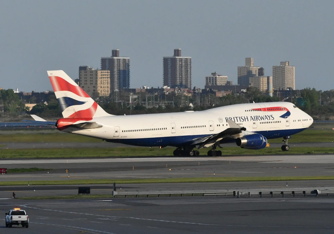 British Airways 747 taking off from JFK seen from a room at the TWA Hotel