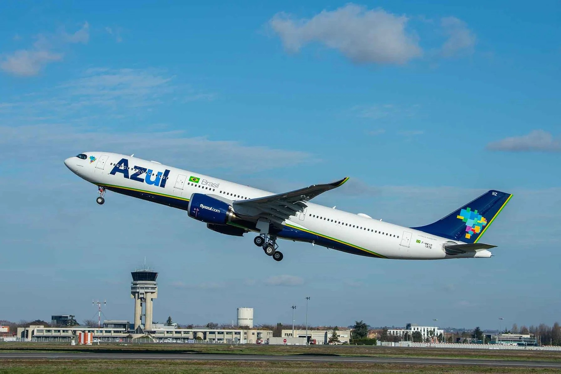 Fast-growing Azul to fly to Brazil from New York