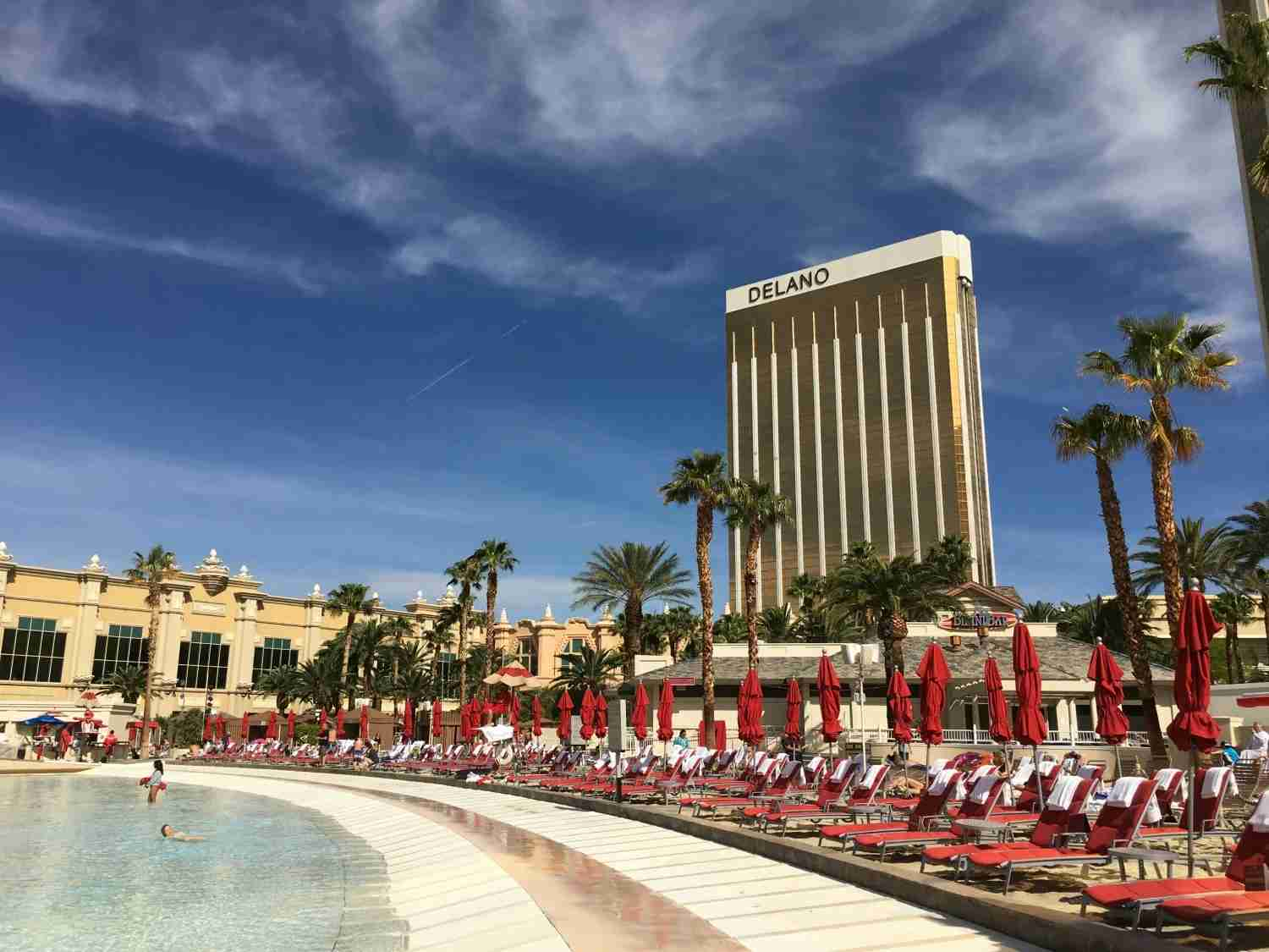 Las Vegas with kids - Mandalay Bay Beach pool