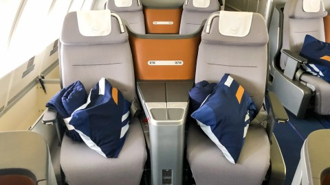 Excellent Lufthansa Business Class 747 8 Review Jfk To Frankfurt Gmtry Best Dining Table And Chair Ideas Images Gmtryco