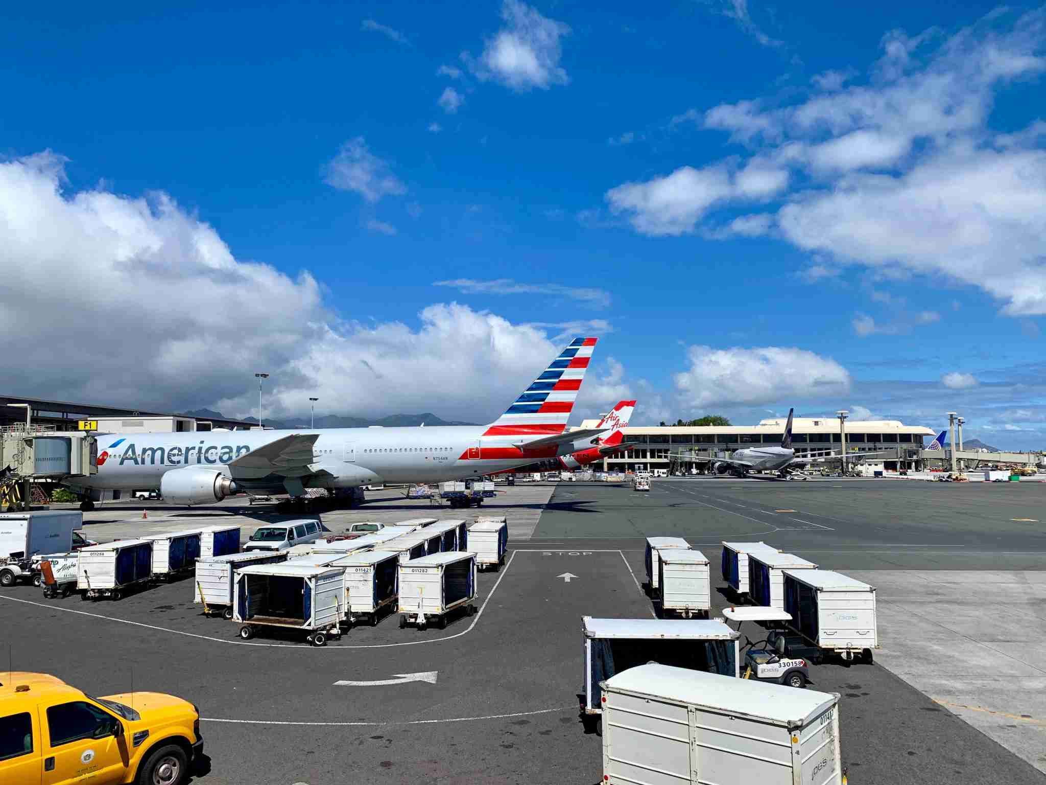 american-airlines-aa-air-asia-tails-airport-honolulu-hawaii-hnl