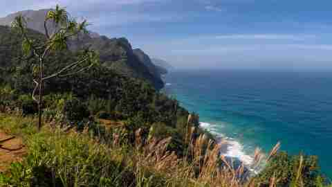 Kalalau-Trail-kauai-hawaii-vista-landscape-view-hike-hiking
