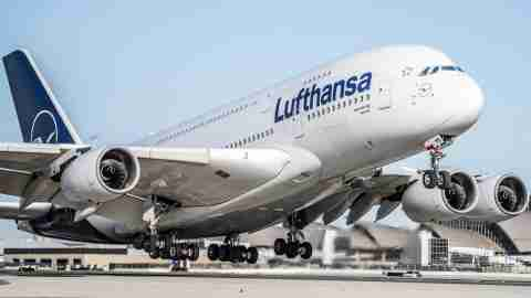 Lufthansa-A380-at-Los-Angeles-International-LAX-2
