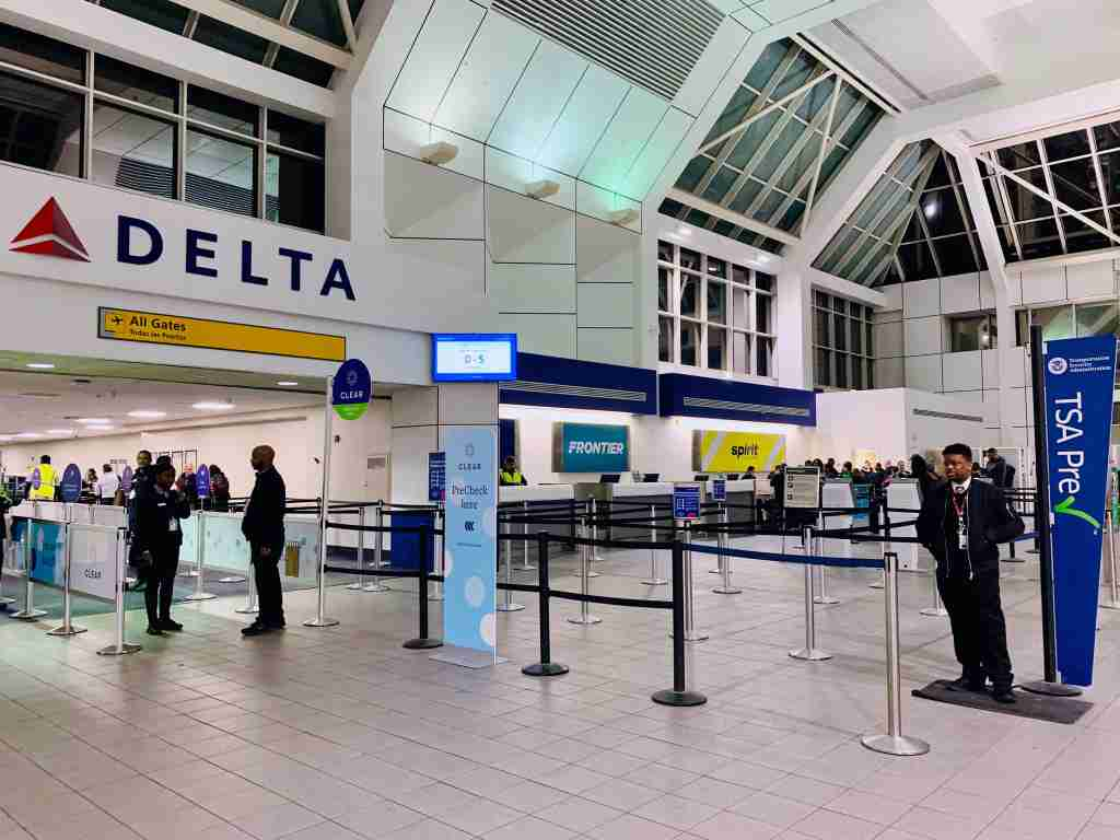delta-tsa-precheck-security-lga-laguardia-nyc-new-york-city
