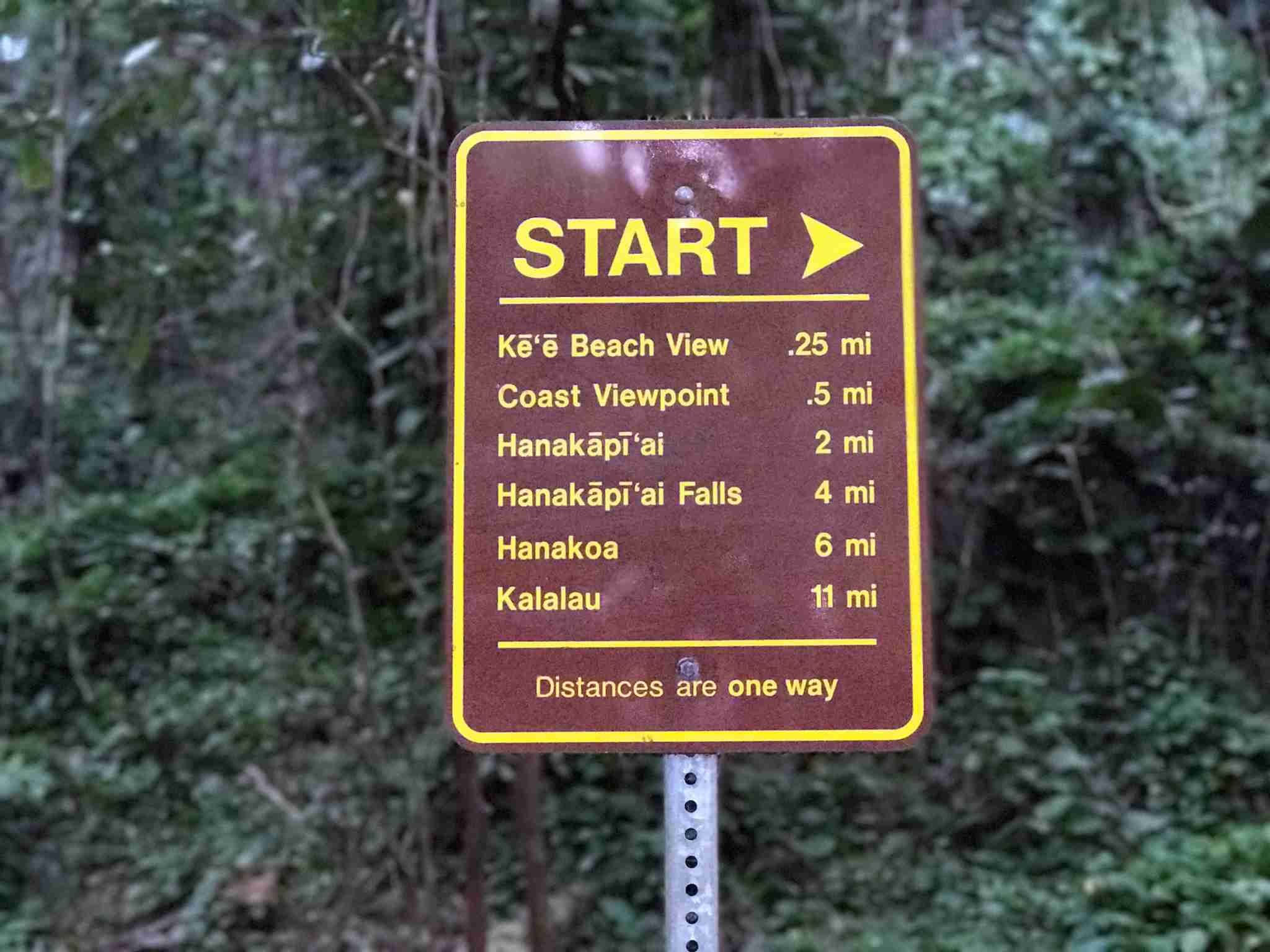 kauai-hawaii-kalalau-trail-trailhead-sign-hike-hiking-distances