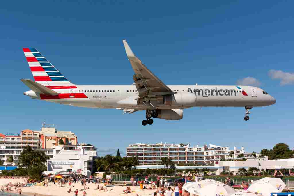 AIRPORT PRINCESS JULIANA, SIMPSON BAY, GUADELOUPE - 2016/12/05: An American Airlines Boeing 757-200 seen landing at airport Princess Juliana just over Maho beach. (Photo by Fabrizio Gandolfo/SOPA Images/LightRocket via Getty Images)