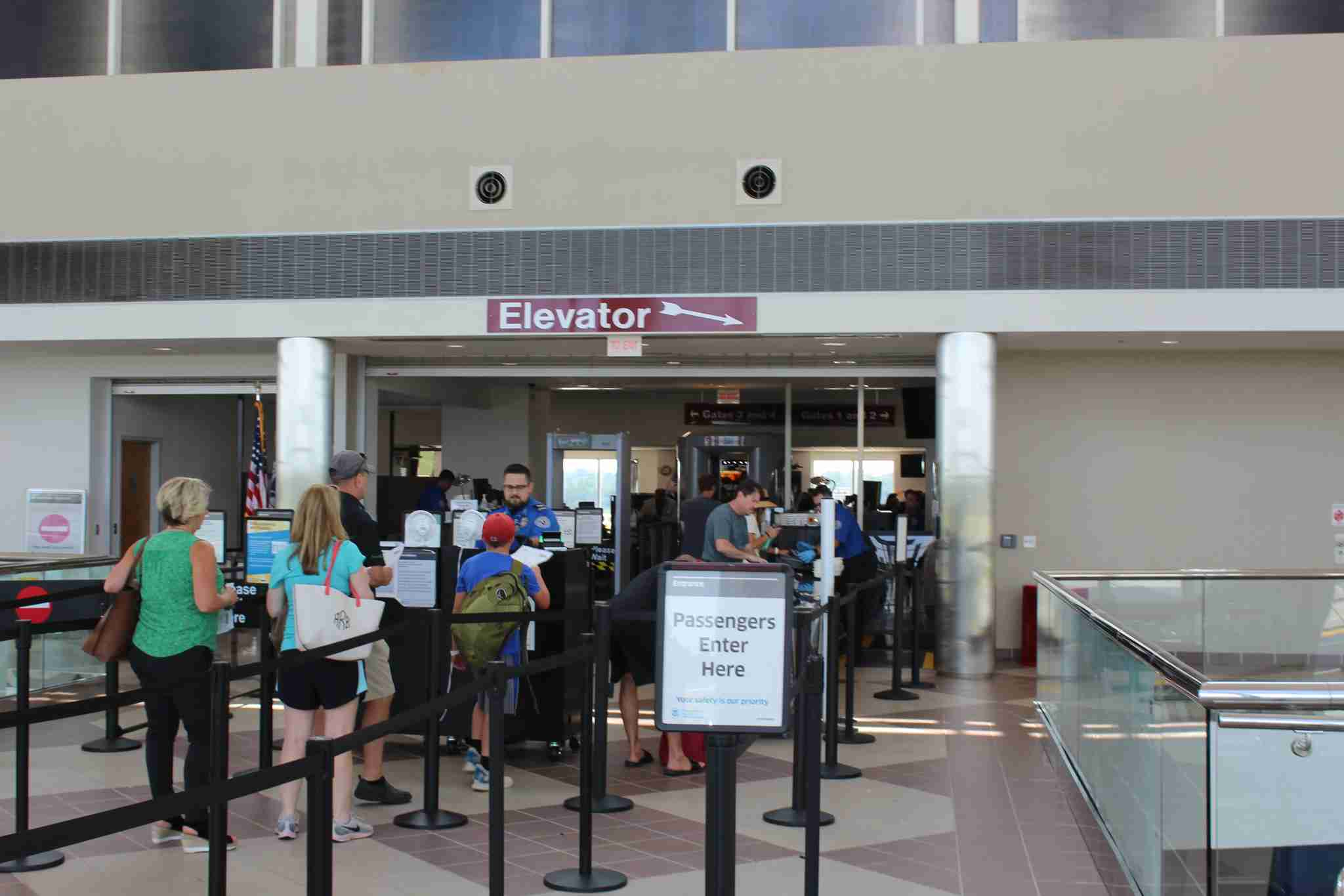 TSA screening checkpoint at MIdAmerica Airport. (Image by Max Prosperi/The Points Guy)