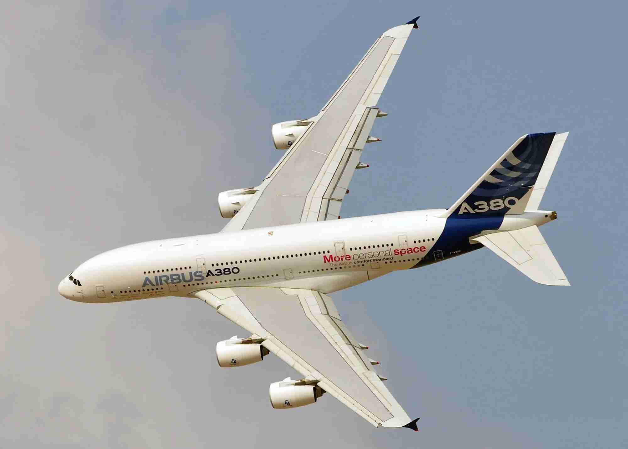 An Airbus A380 performing a flying display at the 2013 Dubai Air Show (Photo by Alberto Riva/TPG)