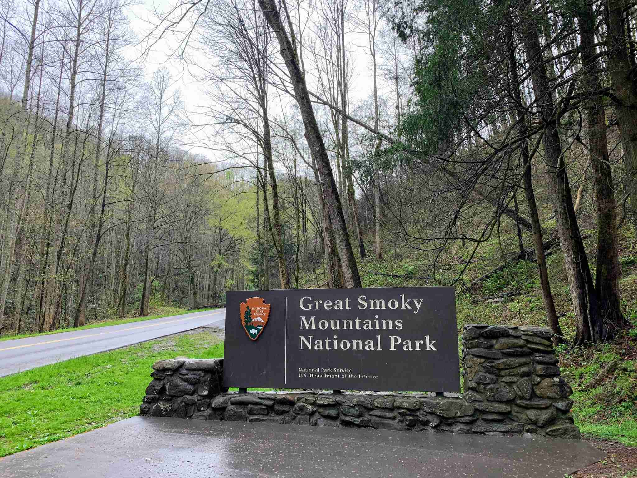great-smoky-mountains-national-park-nc-tn-entrance-sign