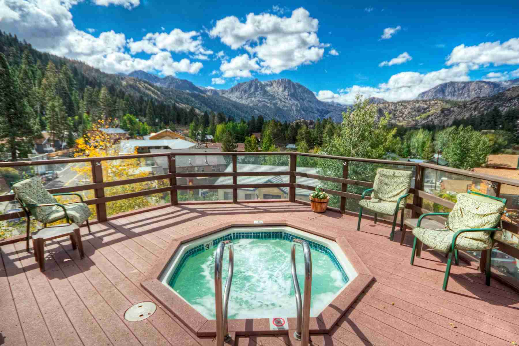 The outdoor hot tub at the Heidelberg Inn will be a nice place to rest after a day on the slopes. (Photo courtesy of Wyndham)