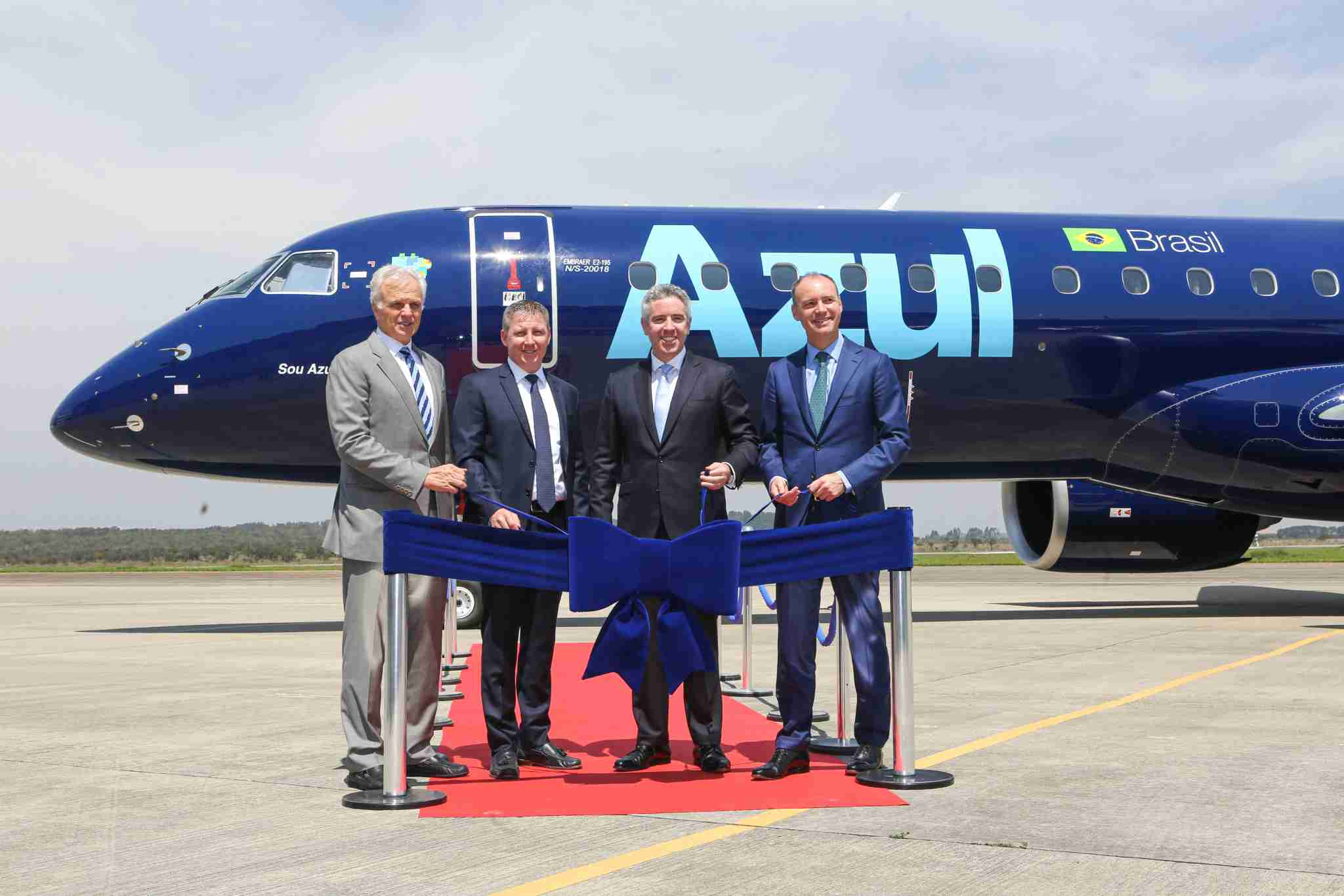 David Neeleman (left) at the delivery of Azul
