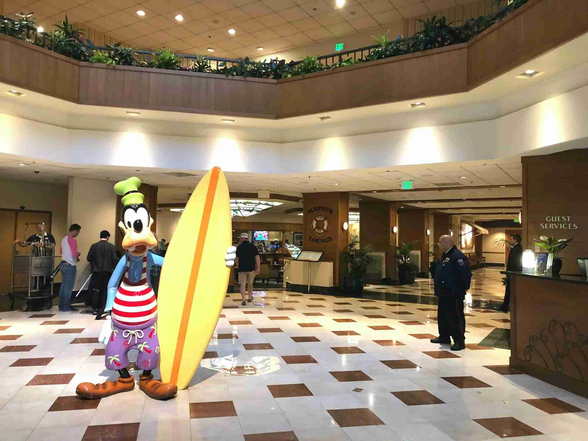 Goofy greets guests in the Paradise Pier Hotel Lobby. (Image by Leslie Harvey.)