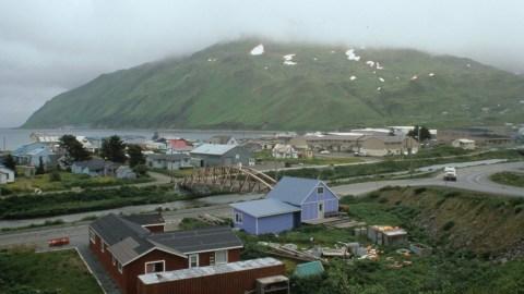 One dead in crash of turboprop airliner in Alaska