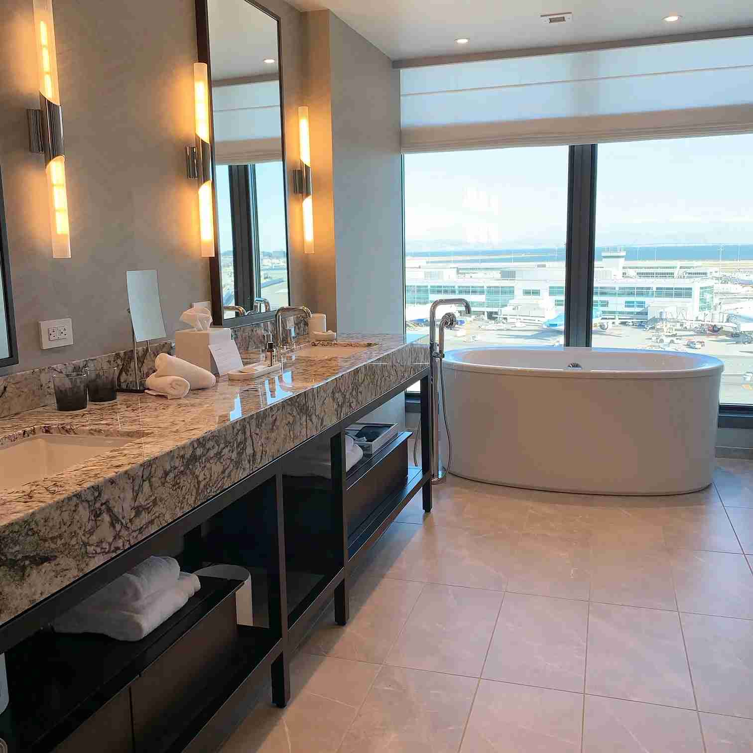 A bathroom at the new Grand Hyatt SFO. Photo by Harriet Baskas for TPG.