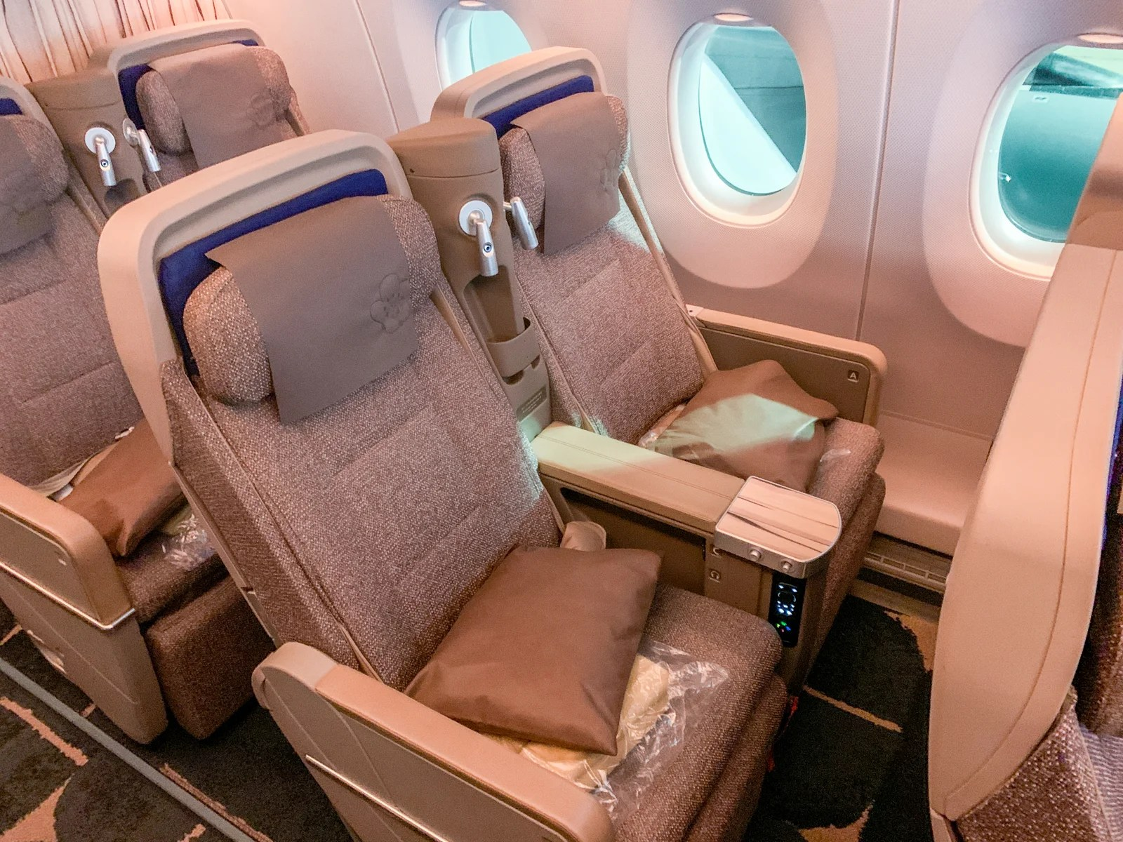 3 reasons to fly premium economy (and 1 reason not to)