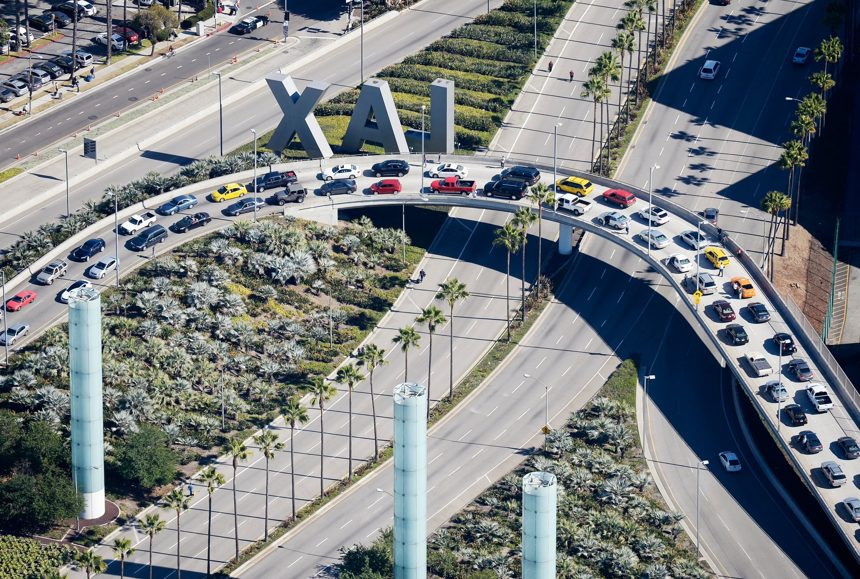 We checked out LAX's new ride-hailing lot — and things are improving