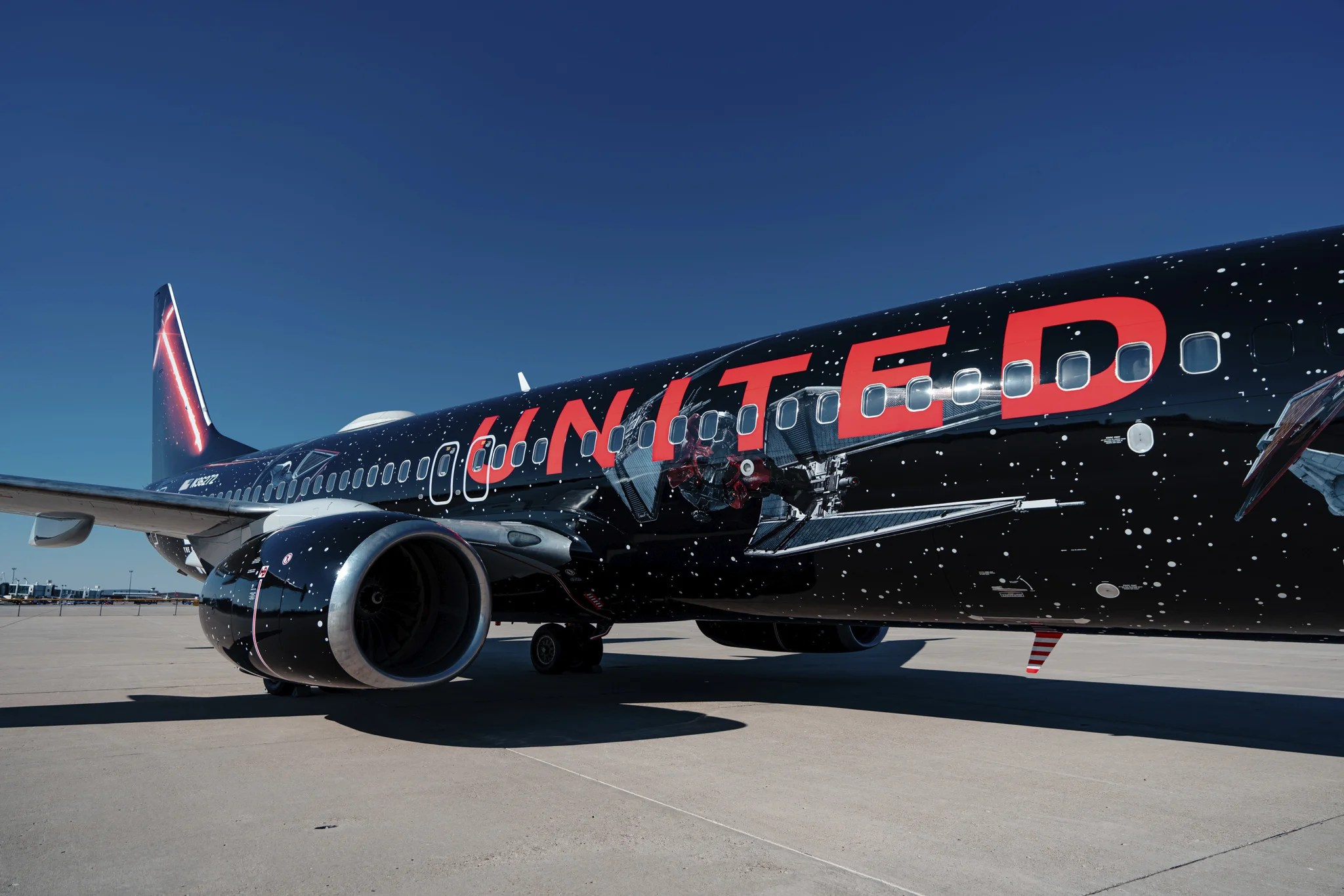 A First Look As United S Star Wars Plane Takes Flight