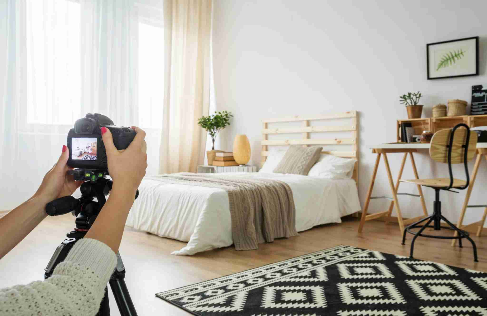Professional images help Airbnb hosts list at higher rates. (Photo by Katarzyna Bialasiewicz/GettyImages)