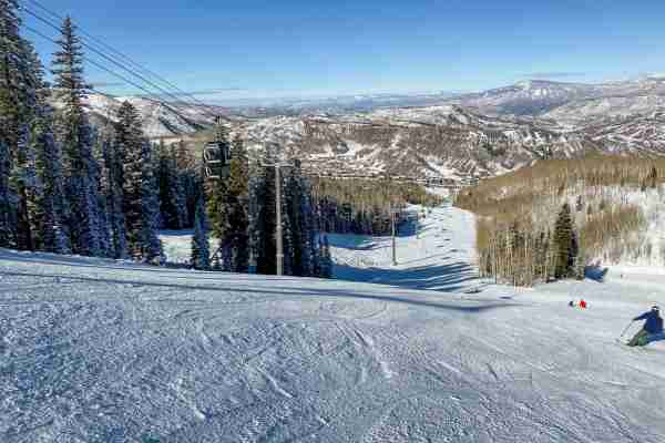 Skiing at Snowmass (Photo by Summer Hull/The Points Guy)
