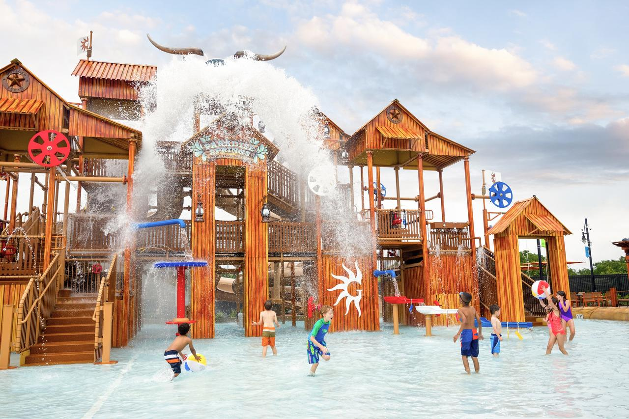 Gaylord Texan water park (Photo courtesy of booking.com)
