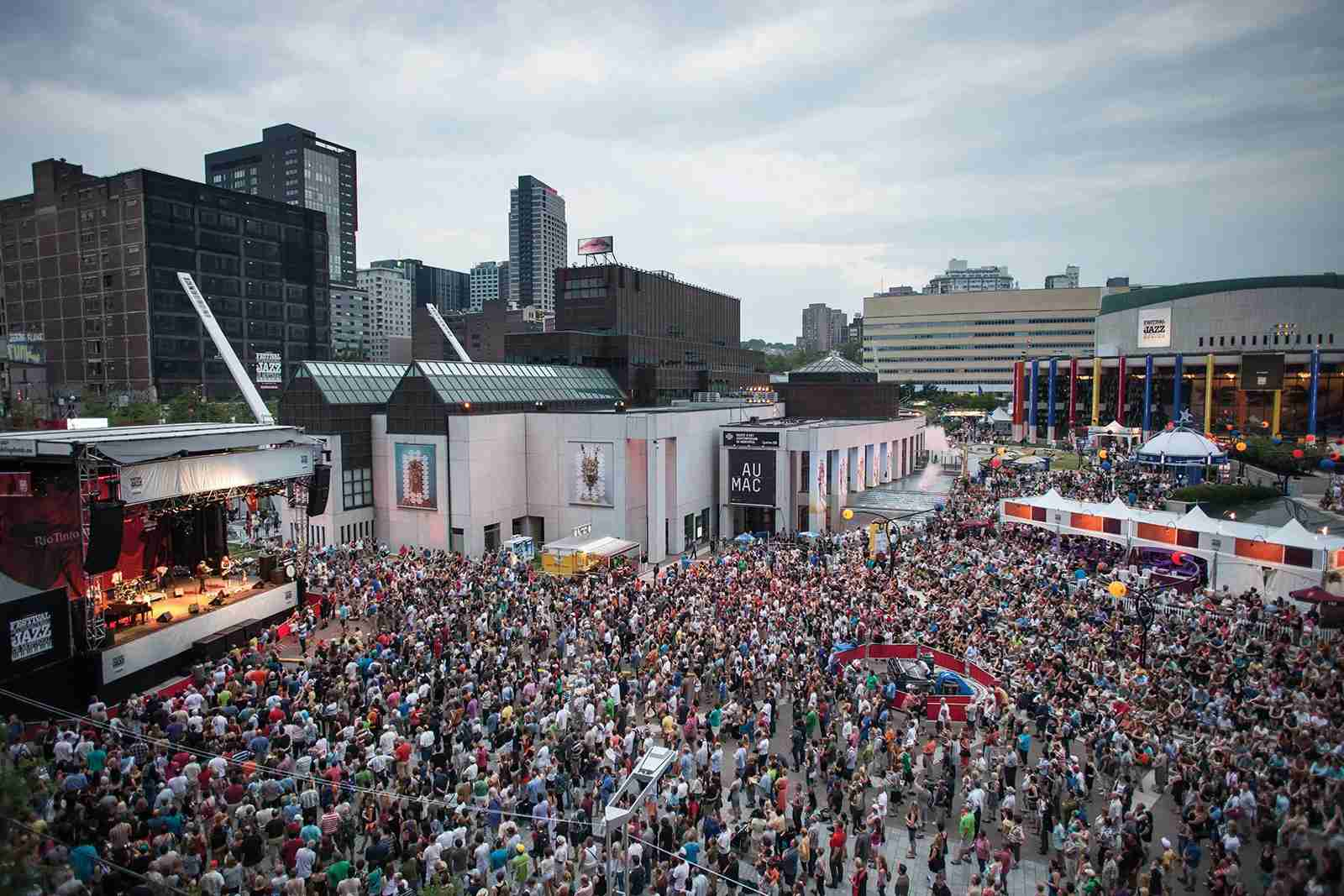Montreal Jazz Fest (Photo courtesy of Destination Canada)