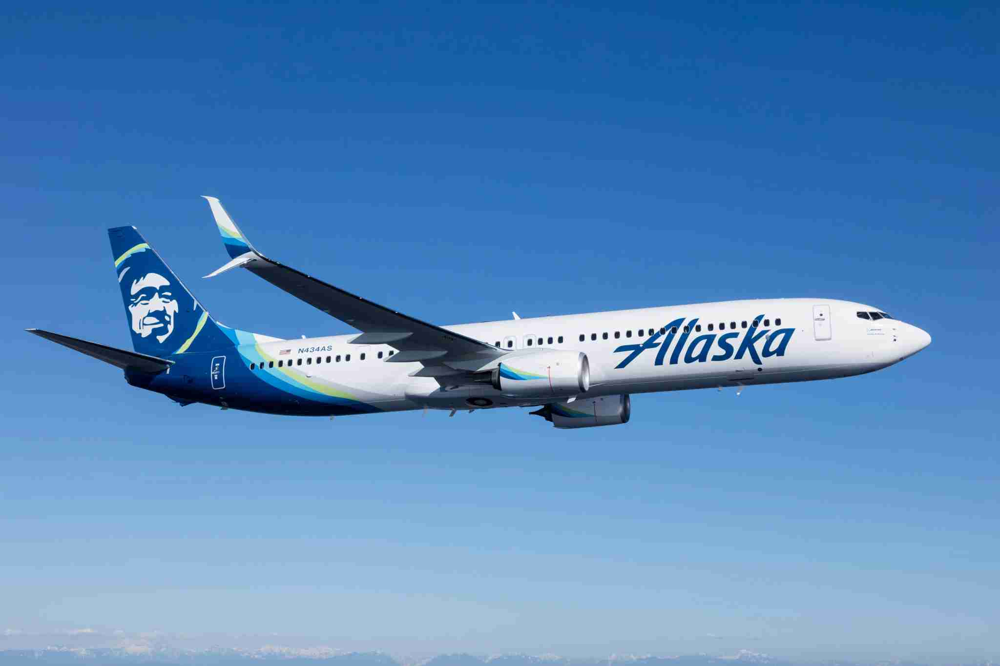 Alaska Airlines Boeing 737-900ER photographed in April 2016 by Chad Slattery.