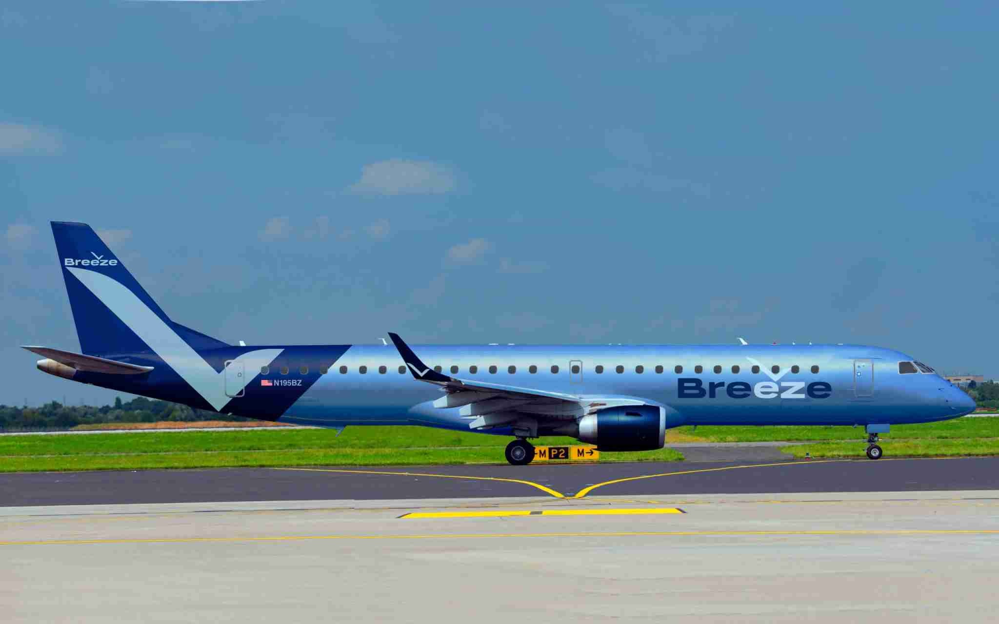 A rendering of an Embraer E195 in the planned livery for start-up carrier Breeze Airways. (Image courtesy of Breeze Airways.)