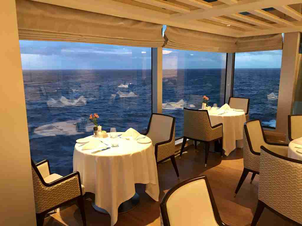 The casual La Veranda restaurant on Seven Seas Splendor features over-water alcoves. (Photo by Gene Sloan/The Points Guy)