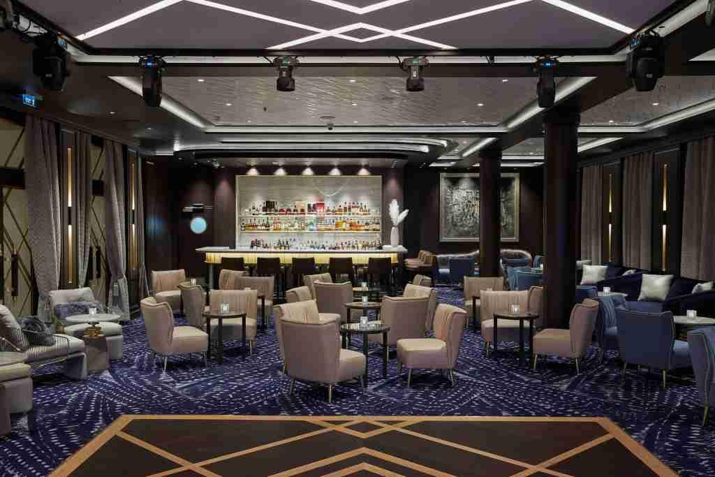 Drinks in the Splendor Lounge on the Regent Seven Seas Cruises ship Seven Seas Splendor are included in the fare. (Photo courtesy of Regent Seven Seas Cruises)