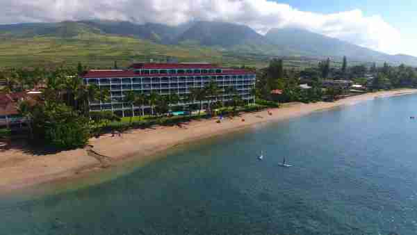 A nice stretch of golden sand fronts Lahaina Shores. (Photo courtesy of Booking.com)