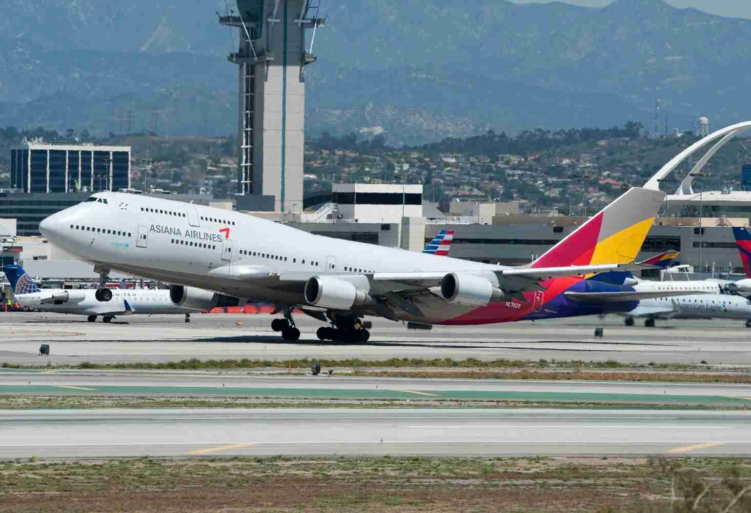 An Asiana Airlines 747-400 at LAX (Photo by Alberto Riva/The Points Guy)