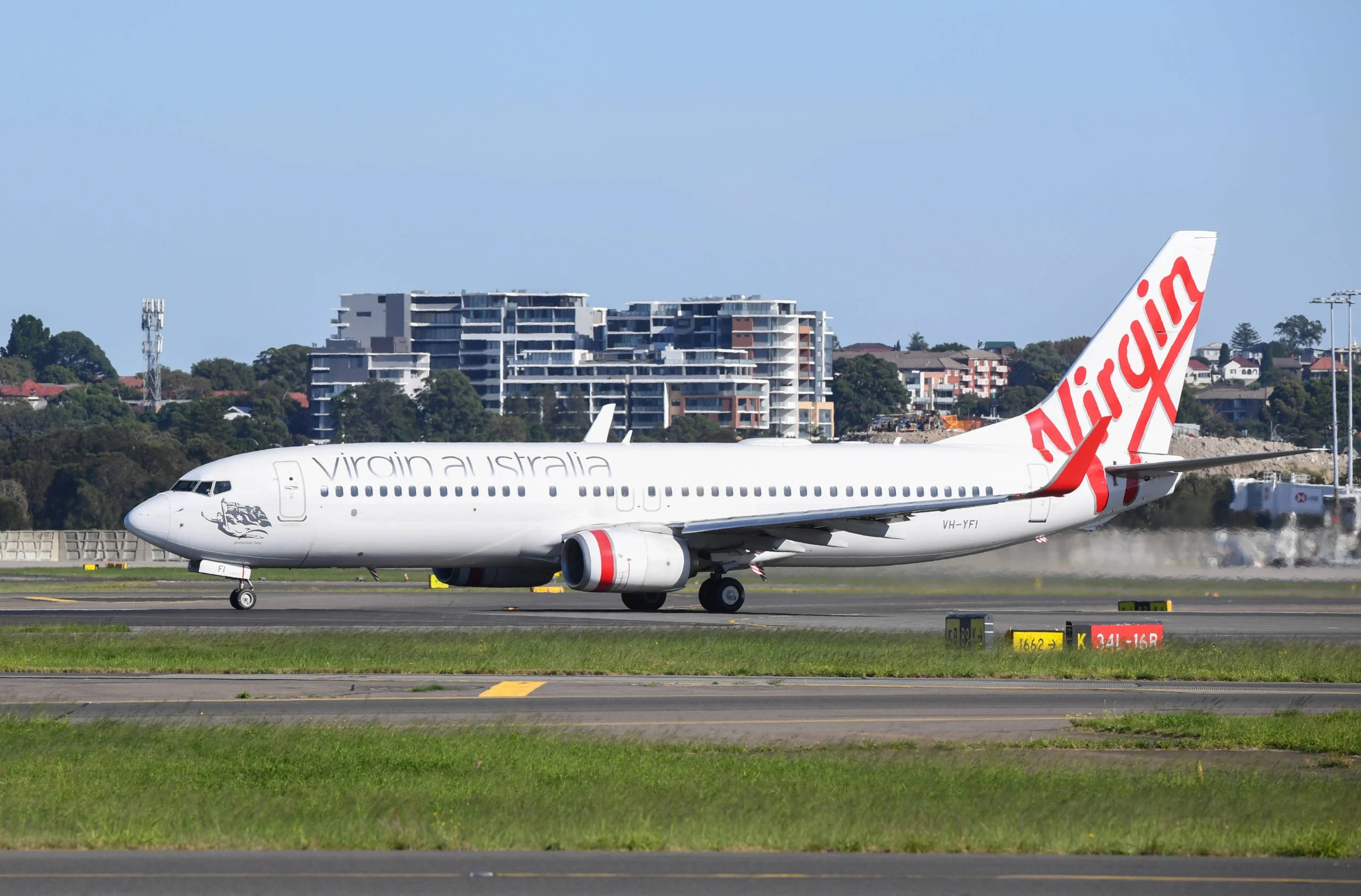 Virgin Australia continues flying as it enters administration