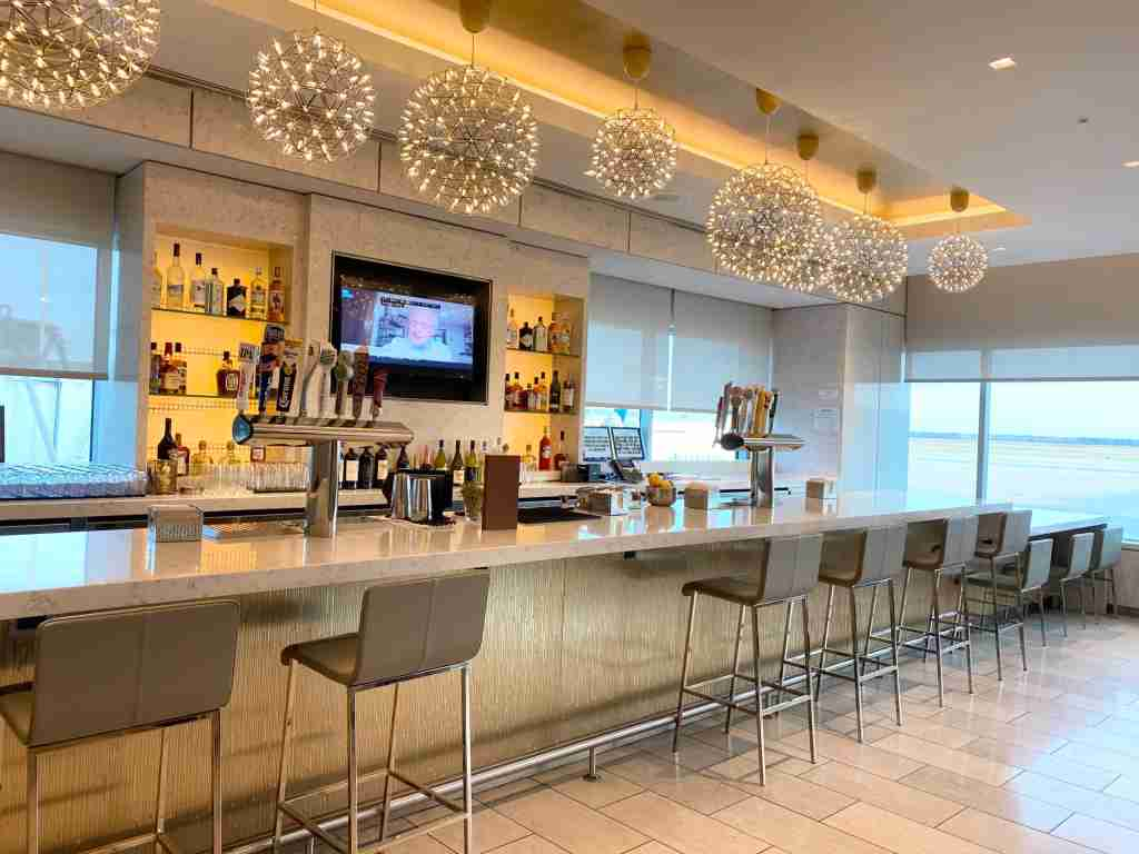 United Club bar (Photo by Summer Hull/The Points Guy)