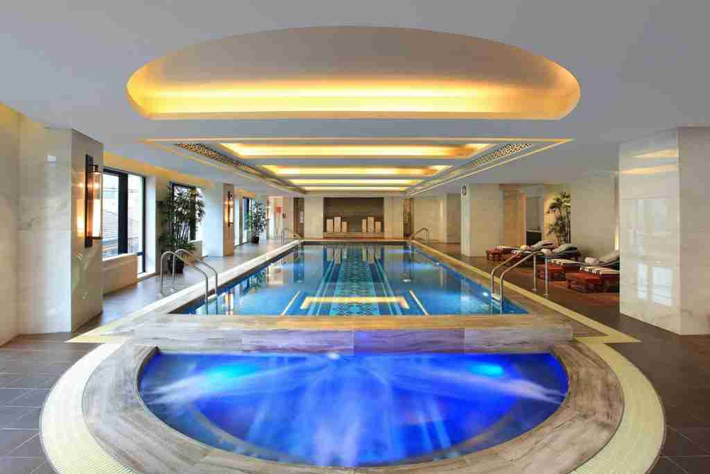The luxurious indoor pool at the Waldorf Astoria Shanghai. (Photo courtesy of Hilton)