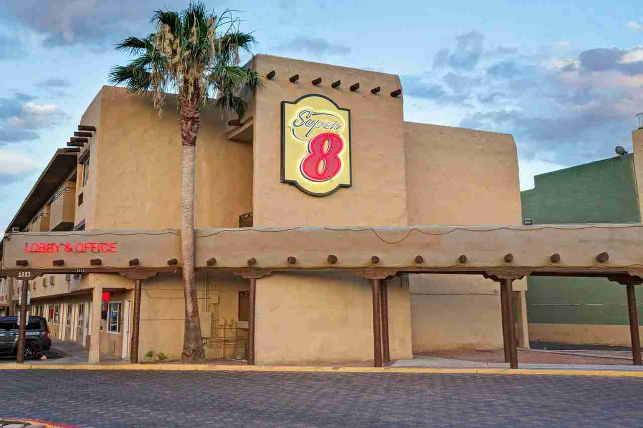 Super 8 Las Vegas (Photo courtesy of booking.com)
