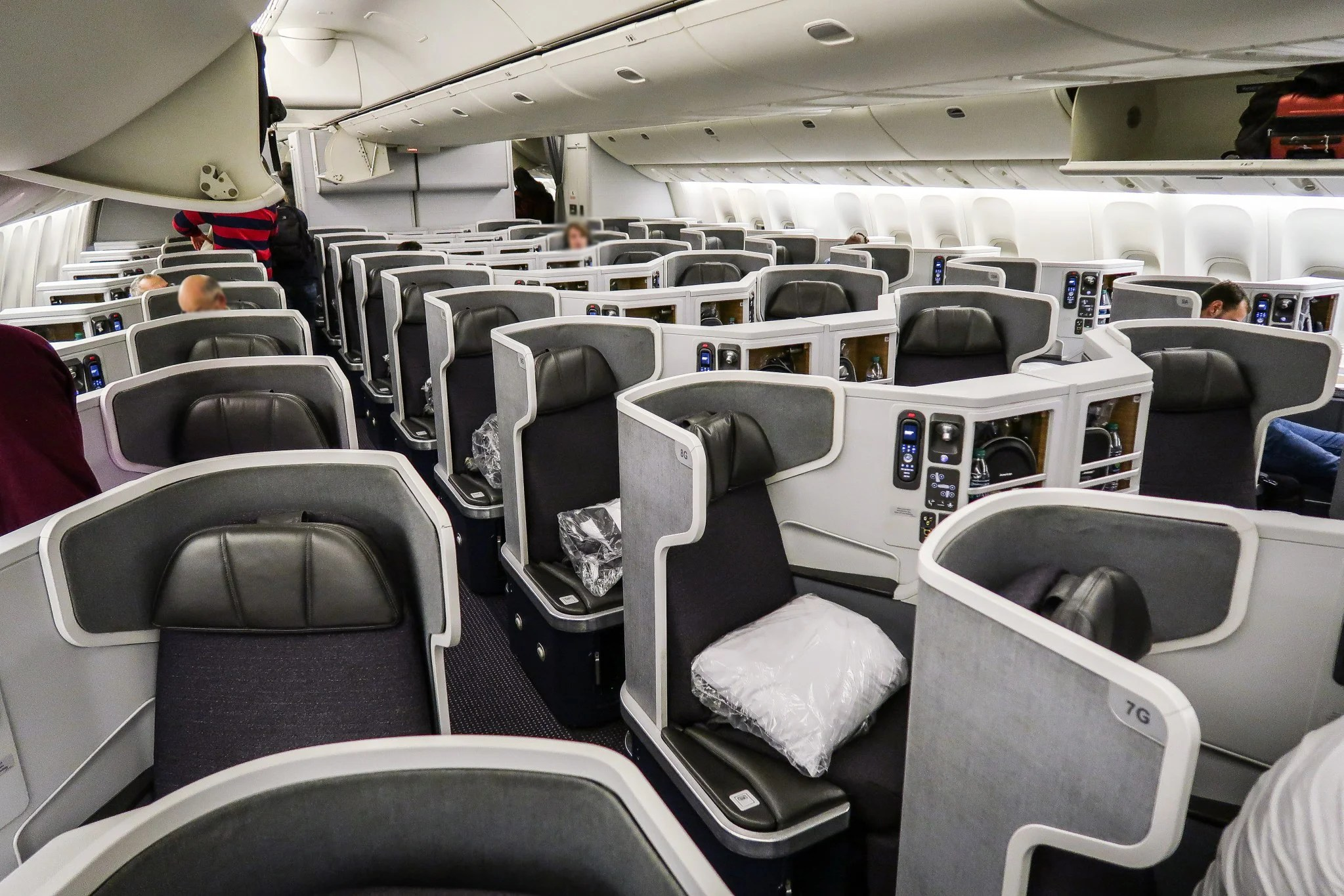 Act now: Business-class saver awards, instant-clear upgrades on AA's longest flights