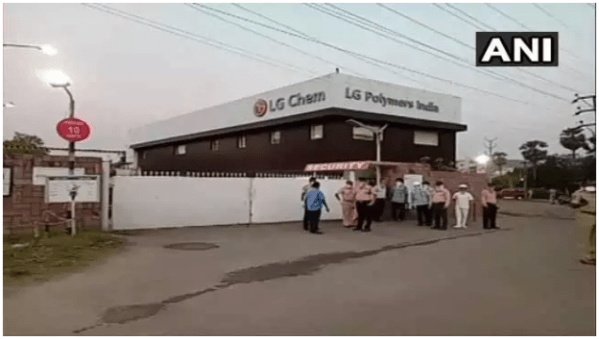 Gas leak in vizag in chemical plant 8 dead and atleast 1000 affected 1