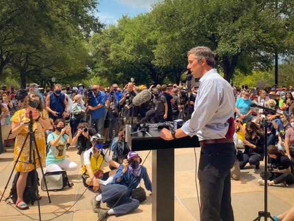 Beto at podium
