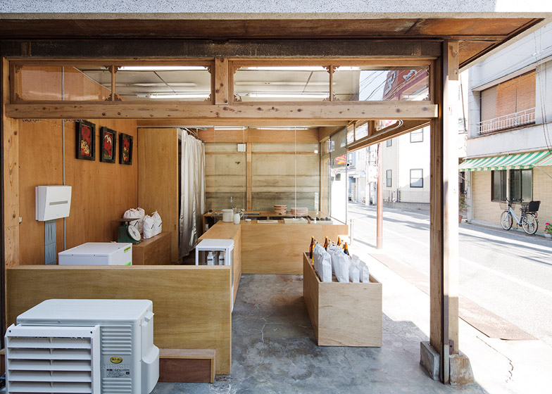 OKOMEYA-rice-shop-by-Schemata-Architects_dezeen_784_14