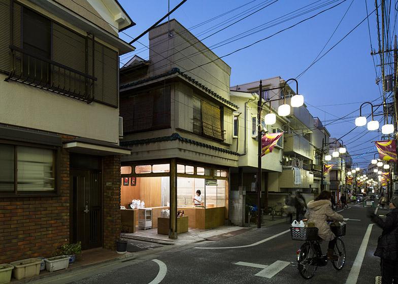 OKOMEYA-rice-shop-by-Schemata-Architects_dezeen_784_19