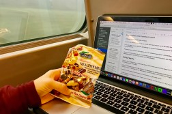 tips to eat healthy while traveling