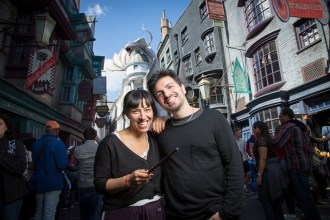 Juliana Gattas and Alejandro Sergi, members of the Argentinian electropop band Miranda!, enjoyed a day of fun at Universal Studios Florida and Islands of Adventure this Sunday. The band, which was in Central Florida to perform at a private event,  didn't want to miss the opportunity to visit  The Wizarding World  of Harry Potter as well as other attractions in the parks before going back home. 
