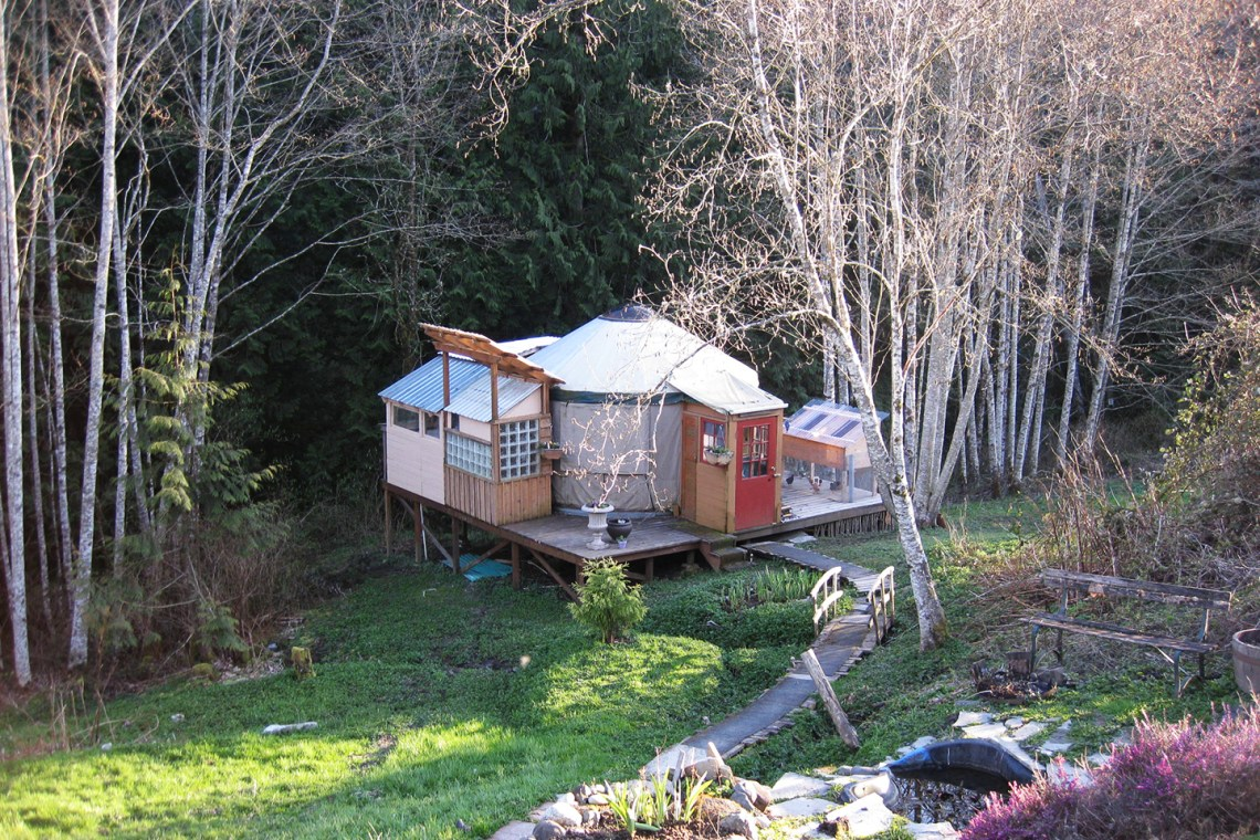 The Yurt in Washington | Greenleaf and Blueberry via The Postman's Knock