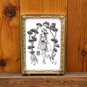 This printable illustration of a woman out on a post-shopping stroll adds interest to any room!